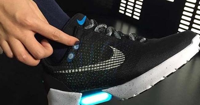 Otomatik bağcılıklı ayakkabının fiyatı belli oldu