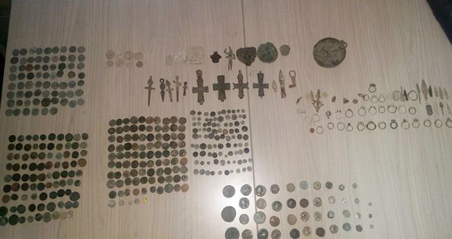 Konya'da bin 600 parça tarihi eser ele geçirildi