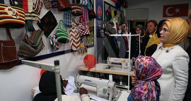 Ribat, Ugandalı kursiyerlere dikiş makinesi dağıtacak