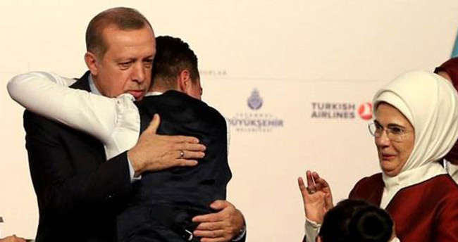 Erdoğan'ı görünce dayanamadı sarıldı