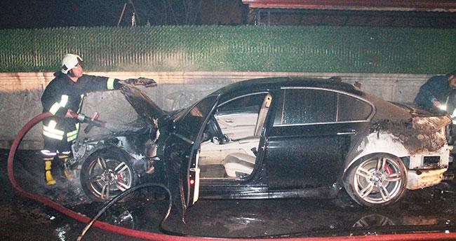Konya'da Park halindeki lüks otomobil yandı