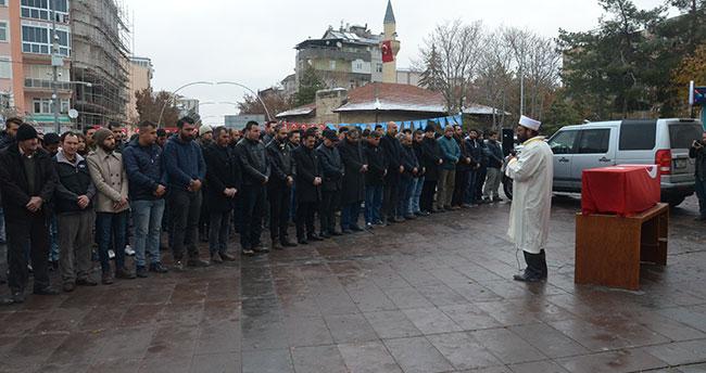Halep'te hayatını kaybeden siviller için gıyabi cenaze namazı