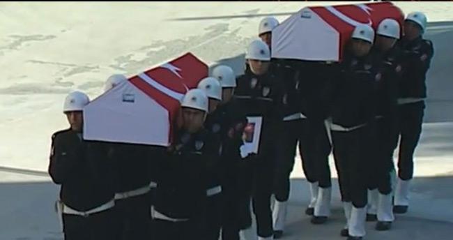 Şehit polisler için emniyette tören düzenleniyor