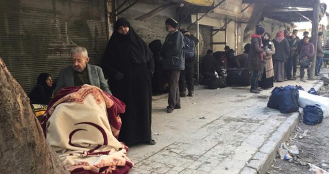 Şii milisler Halep'te tahliye konvoyuna ateş açtı : 4 ölü