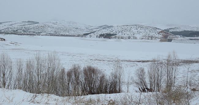 Altınapa Barajı buz tuttu