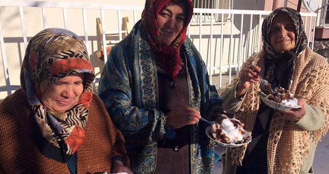 """Konya'da gelenek haline gelen """"Kar katması"""" tatlı niyetine tüketiliyor"""