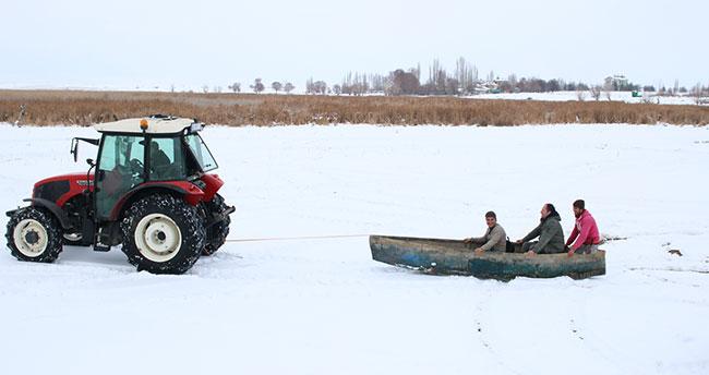 Konyalı balıkçıların tekne ile kayak keyfi