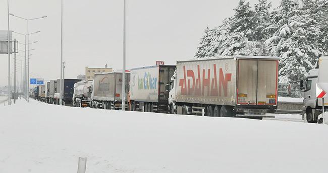 Afyonkarahisar-Konya yolu 12 saat sonra açıldı