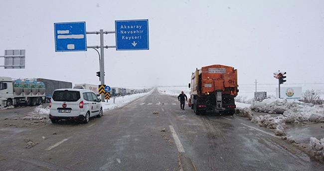 Aksaray-Konya karayolu ulaşıma kapandı
