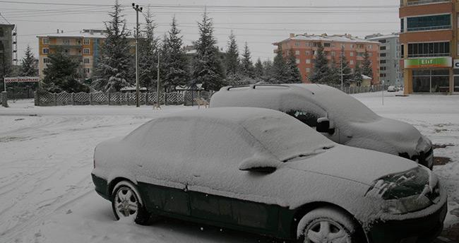 Ankara-Konya karayolu kar yağışı nedeniyle ulaşıma kapandı