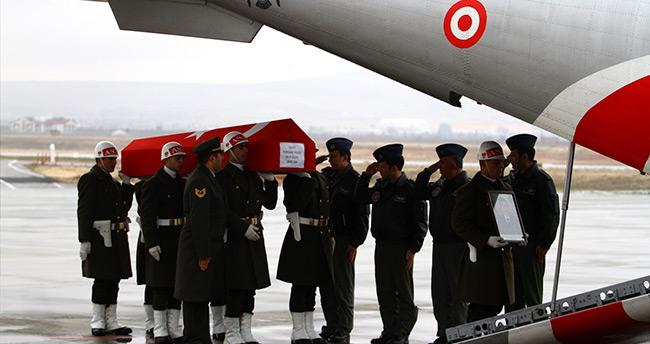 Şehit Okan Altıparmak için Gaziantep Havalimanı'nda tören düzenlendi