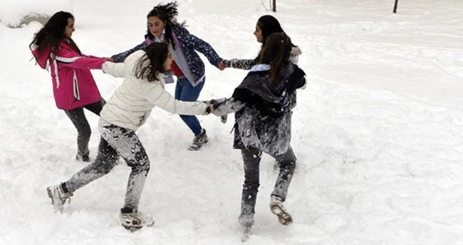 Ankara'da kar yağışı nedeniyle tatil uzatıldı – Ankara 30 Aralık kar tatili