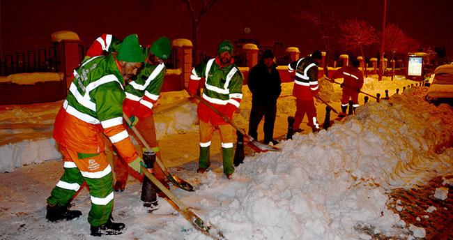 Konya'da kar Temizleme Çalışmaları Gece Gündüz Devam Ediyor