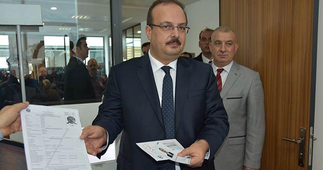 Vali Canbolat yeni kimlik başvurusunda bulundu