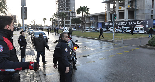 İzmir'deki terör saldırısında 1 polis ve 1 adliye çalışanı şehit oldu