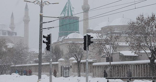 Konya'da kar yeniden etkisini artırdı