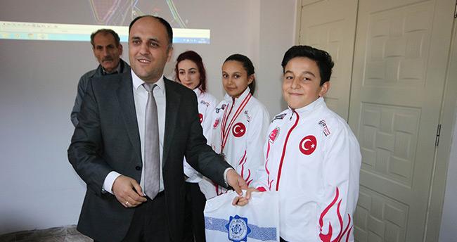 Beyşehir'de başarılı sporcu ve öğrenciler ödüllendirildi