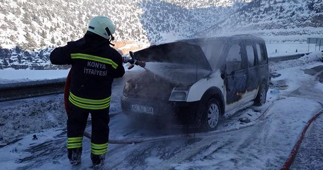 Konya'da hareket halindeki araç yandı