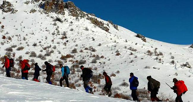 Konyalı dağcılar Karadağ'ın zirvesine tırmandı