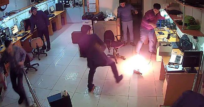 Tamir ettiği tablet patlayıp yanmaya başladı