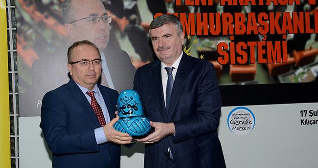 "Prof.Dr.Birol Akgün, ""Yeni Anayasa ve Cumhurbaşkanlığı Sistemi""ni anlattı"