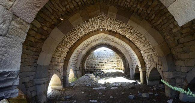 Konya'da tarihi han keşfedilmeyi bekliyor