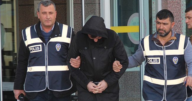 Konya'da canı sıkıldığı için otomobillerin aynasını kıran şüpheli yakalandı
