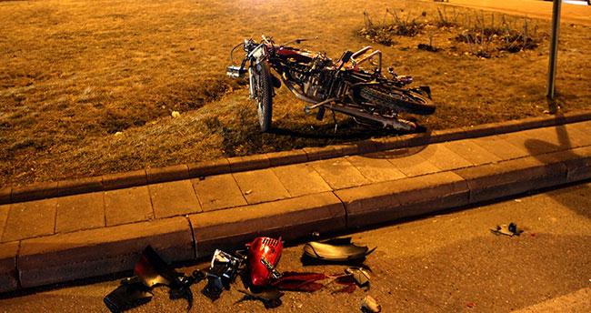 Konya'da 3 otomobile çarpan motosiklet sürücüsü ağır yaralandı