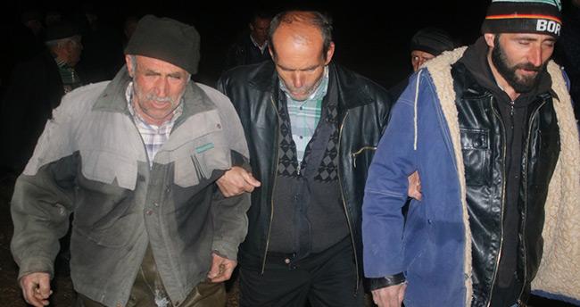 Konya'da gölde mahsur kalan balıkçılar askeri helikopterle kurtarıldı