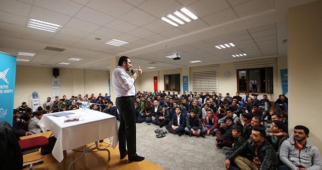 Mustafa Akış, gençlere yeni Cumhurbaşkanlığı sistemini anlattı