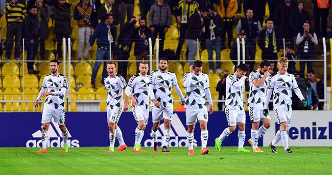 Fenerbahçe: 2 – Atiker Konyaspor: 3