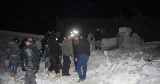 Suriye'de camiye hava saldırısı: 63 ölü