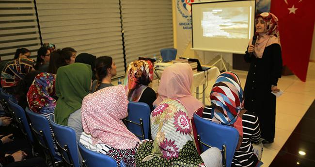 İslam Tarihinin Abide Kadınları gençlere örnek oluyor