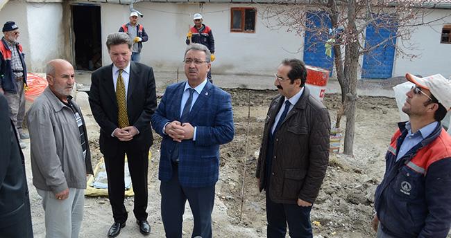 Mehmet Hançerli evi yanan ailenin yanında