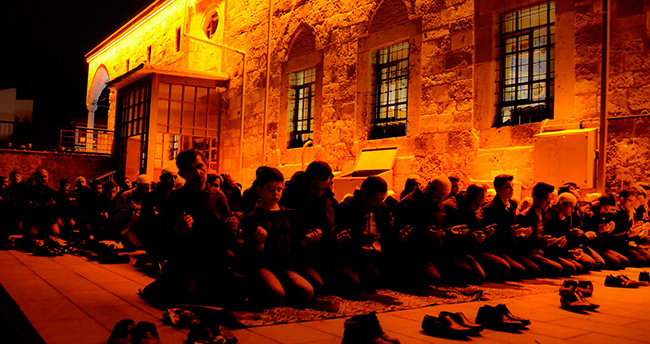 Meram'da Regaib Kandili coşkusu yaşandı