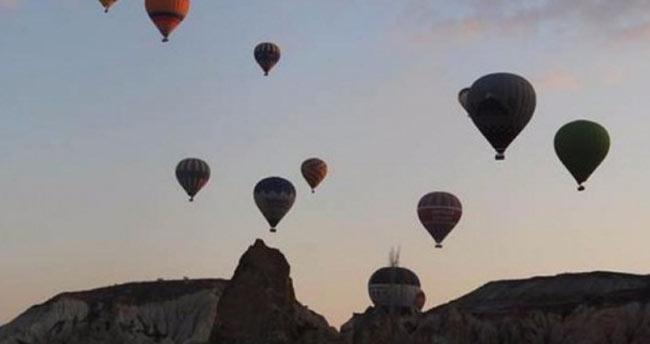 Kapadokya'da turistler oy kullanmaya uçarak gittiler