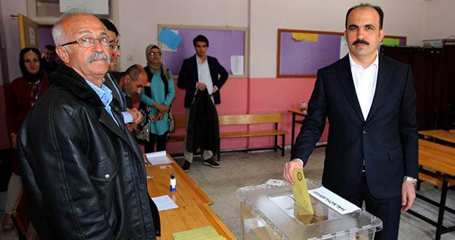 Selçuklu Belediye Başkanı Altay, oyunu kullandı