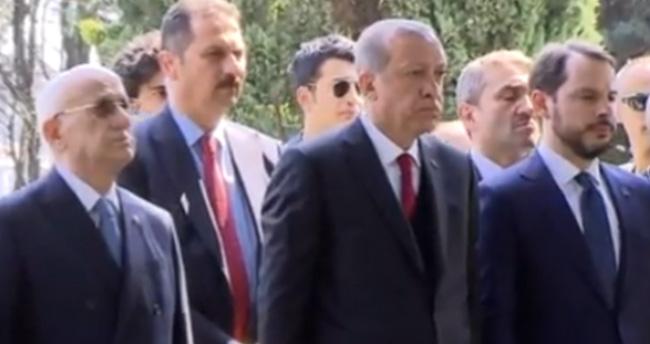 Erdoğan, Turgut Özal'ın mezarını ziyaret etti