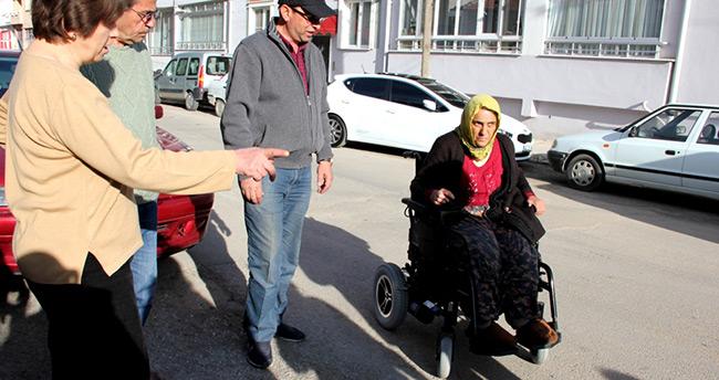 Konya'da Engelli vatandaşa akülü aracı verildi