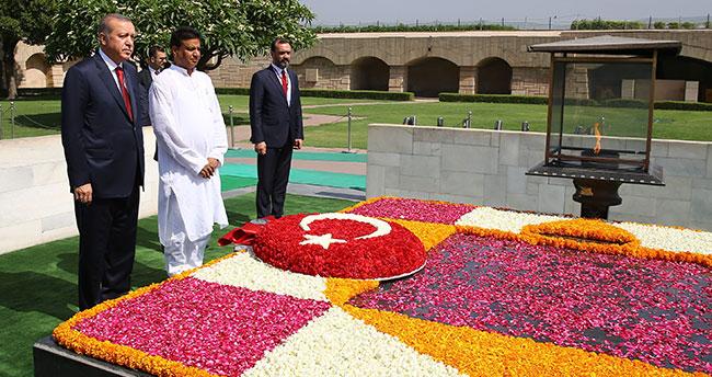 Cumhurbaşkanı Erdoğan Gandhi Anıtı'nı Ziyaret Etti