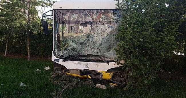 Konya'da belediye otobüsü site bahçesine girdi