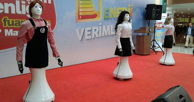 Robot Hostes Ada Bursa Bilim Şenliğinde yoğun ilgiyle karşılandı