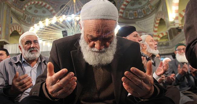 Konya'da Berat Kandili'nde camiler doldu taştı