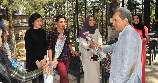 Başkan Akkaya'dan Annelere Çiçek – Konya Haberleri