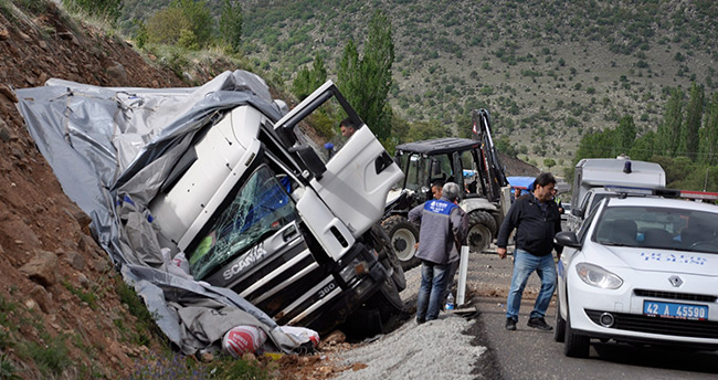 Konya'da kamyon iş makinesine çarptı: 1 ölü, 1 yaralı