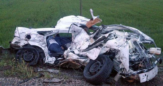Adıyaman'da otomobil kağıt gibi ezildi : 3 ölü, 1 yaralı