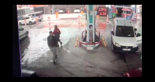 Konya'da LPG'li araç yakıt alırken alev aldı