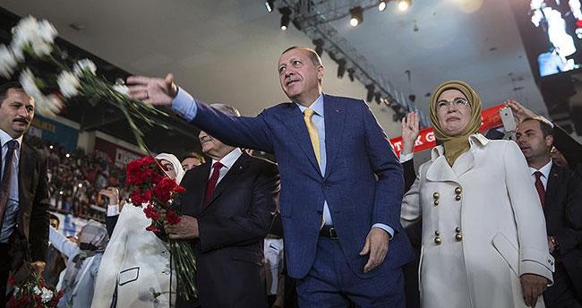 Erdoğan 1414 oyla yeniden genel başkan oldu