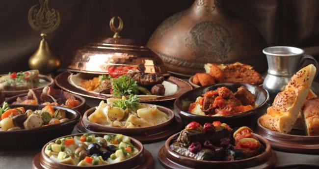 Ramazan ayında aşırı besin tüketmeyin
