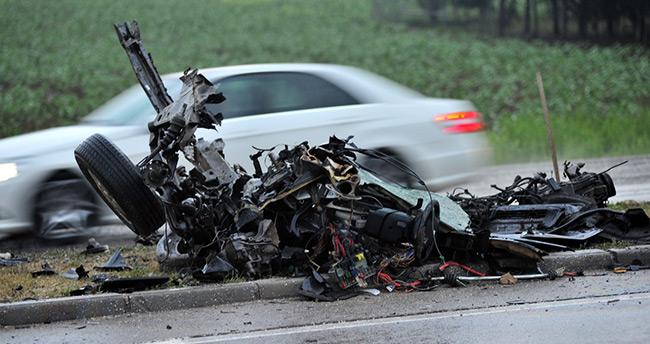Bursa'da otomobilin ikiye bölündüğü kazada 3 kişi yaralandı